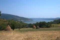 Haystacks poly żelazo zakazuje Danube rzekę Zdjęcia Royalty Free