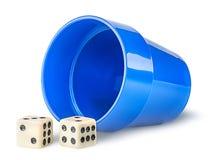 Hazard filiżanka i kostka do gry zdjęcia royalty free