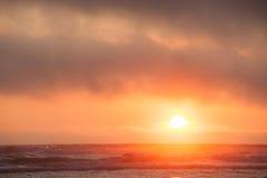 Hazingsolnedgång på den Kalaloch stranden Royaltyfria Bilder