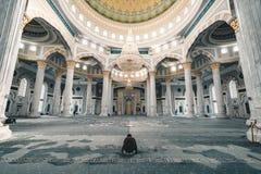 Hazrat在祷告室阿斯塔纳哈萨克斯坦里面的苏丹清真寺 免版税库存图片