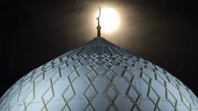 Hazrat苏丹清真寺的圆顶阿斯塔纳timelapse的在与满月,哈萨克斯坦的晚上 影视素材