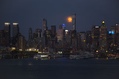 Hazy NYC and Super Moon at Dusk Royalty Free Stock Photography