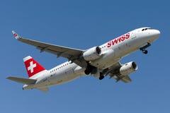 HB-JLT szwajcara Int linie lotnicze Aerobus A320-214 Obrazy Stock