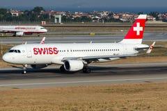 Hb-JLT Zwitserse Internationale luchtvaartmaatschappijen, Luchtbus A320-214 genoemd GRENCHEN royalty-vrije stock afbeeldingen