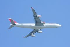 HB-JMI Airbus A340-300 de Swissair, decolam Fotografia de Stock