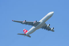 HB-JMI Airbus A340-300 of Swissair, take off Royalty Free Stock Photos