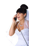 Hübsche Braut spricht am Telefon Stockbild