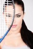 Hübsche Frau mit Tennisschläger Lizenzfreies Stockfoto