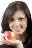 Hübsche Lächelnfrau mit Apfel Stockfoto
