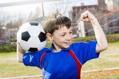 Hübscher Jugendlichjunge Fußball Stockfoto