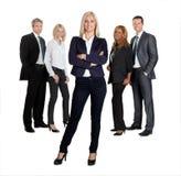 Hübscher weiblicher Führer mit ihren Kollegen Stockbilder