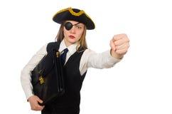 Hübsches Piratenmädchen, das Tasche lokalisiert auf Weiß hält Stockfotografie