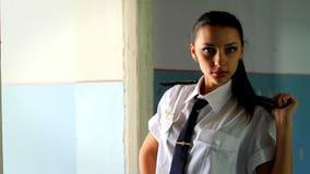 Hd录影。摆在为照相机3的军校学生女孩 影视素材