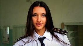 Hd录影。摆在为照相机8的军校学生女孩 影视素材