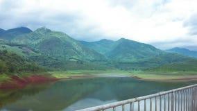 HD时间间隔水坝和山移动的云彩平底锅 影视素材