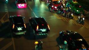 HD - Ράβδωση φω'των νύχτας καθώς ταξιδεύουμε κάτω από μια οδό πόλεων απόθεμα βίντεο