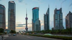 HD: движение в Шанхае Пудуне на сумраке, timelapse акции видеоматериалы