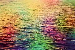 五颜六色的水波纹在海 抽象hd背景 免版税库存照片