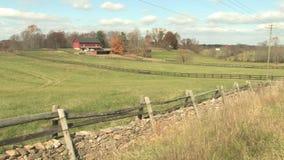 Hd cultiva la granja del otoño del campo almacen de metraje de vídeo