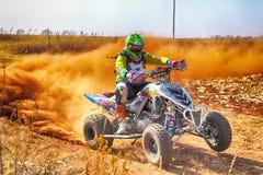 HD- kwadrata rower kopie up ślad pył na piaska śladzie podczas rall Obrazy Stock