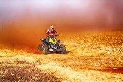 HD- kwadrata rower kopie up ślad pył na piaska śladzie podczas rall Zdjęcia Stock