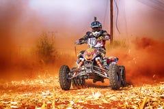 HD- kwadrata rower kopie up ślad pył na piaska śladzie podczas rall Obraz Royalty Free