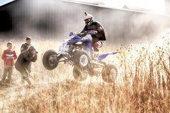 HD- kwadrata rower ramping w pyle na piaska śladzie podczas wiec rasy Fotografia Royalty Free