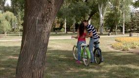 HD para całuje outdoors na rowerach zbiory wideo