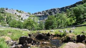 HD video van Malham-Inham met Laag Omringend Geluid in de Dallen Nationaal Park van Yorkshire stock videobeelden