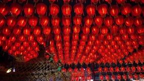 HD wideo Tysiąc Chińscy czerwoni lampiony Iluminuje lampy świętować Chińskiego nowego roku Piękna nocy scena świątynia w T zbiory wideo