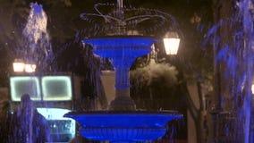 HD Zamykają w górę strzału Odessa fontanny attrection z backlighting w nocy Taniec woda zbiory