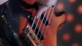 HD zbliżenia strzał ręki bawić się gitarę gitarzysta zbiory wideo