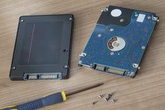 HDD cambiante por el SSD Fotografía de archivo