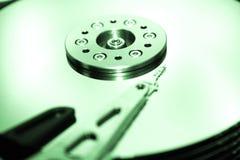 HDD - Ett grönt hårddiskdrev är öppet Royaltyfri Bild