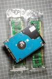 2,5 HDD-harde schijfaandrijving op twee RAM Directe toegankelijkheidsgeheugen s Stock Foto