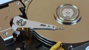 HDD-hoofden die de gegevens zoeken stock footage
