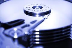 HDD - Una unidad de disco duro azul está abierta Imágenes de archivo libres de regalías