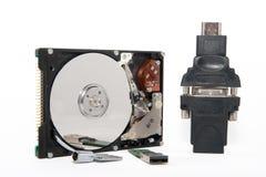 HDD, uSB-Aandrijving, sleutel, convertor op witte fone Royalty-vrije Stock Afbeeldingen
