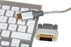 HDMI电缆和DVI交换器 免版税库存图片