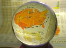HDR一幅天气图的照片图象在一个水晶球的 库存照片