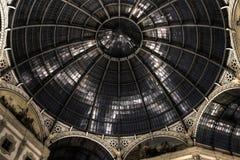 HDR圆顶场所维托里奥Emanuele夜照片II在米兰 免版税库存照片