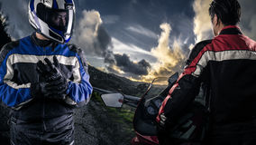 HDR路场面的摩托车竟赛者 免版税库存照片