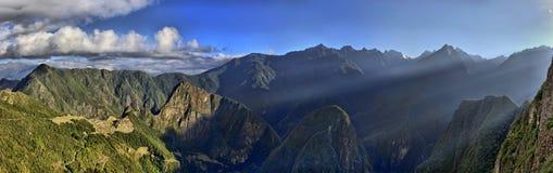 hdr över soluppgång för panoramapicchuruinsmachu arkivfoton