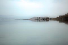 死海海岸线的旅馆 免版税库存图片