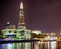 Городской пейзаж и черепок Лондона на ноче HDR Стоковые Изображения