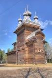 HDR av den gamla träkyrkan i Malye Karely (lilla Karely) nära Ar Arkivbild