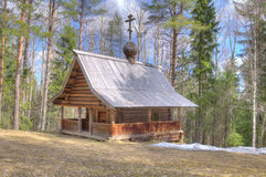 HDR av den gamla träkyrkan i Malye Karely (lilla Karely) nära Ar Arkivfoto