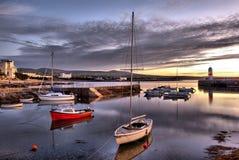 HDR - Barcos no porto com farol Foto de Stock