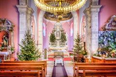 HDR-beeld van het binnenland van kerk bij Kerstmis Stock Foto