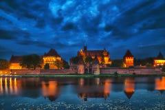 HDR bild av den medeltida slotten i Malbork på natten Fotografering för Bildbyråer